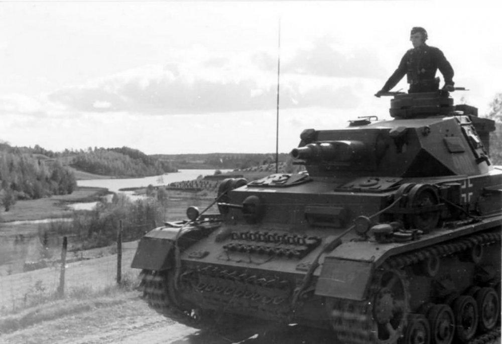 Panzer_IV_Ausf_F1_number_400.thumb.jpg.c679337a370ec8b60cae8fef0e0349dd.jpg