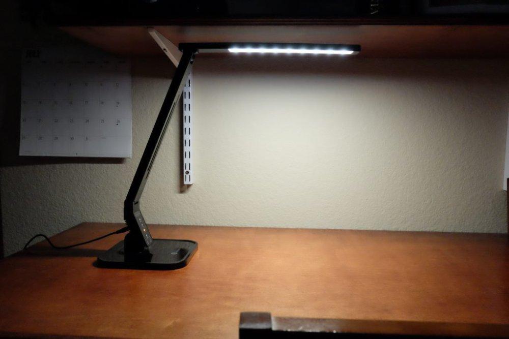TaoTronics-LED-lamp-relax-2.jpg