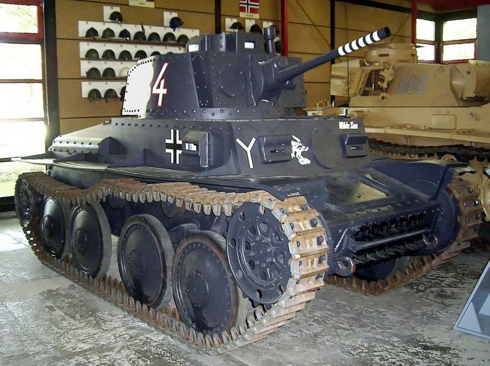 1280px-Panzer_38(t)_Ausf._S (1).jpg