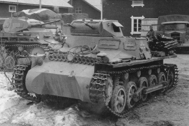 2012298966_PanzerkampfwagenIAusf.B)-MG13k.jpg.ab74760295ccc6db6892d4bfccb110af.jpg