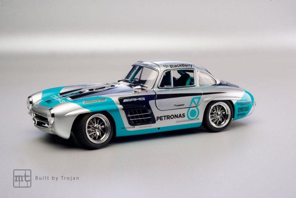 Mercedes-300-SL-Tamiya-fot-1.jpg