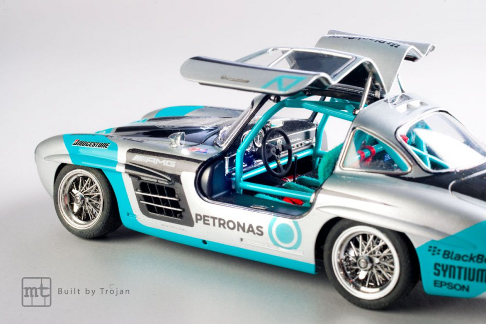 Mercedes-300-SL-Tamiya-fot-14.jpg