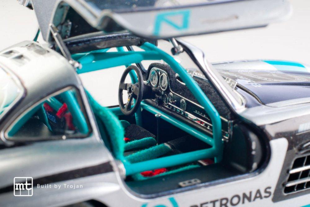 Mercedes-300-SL-Tamiya-fot-15.jpg