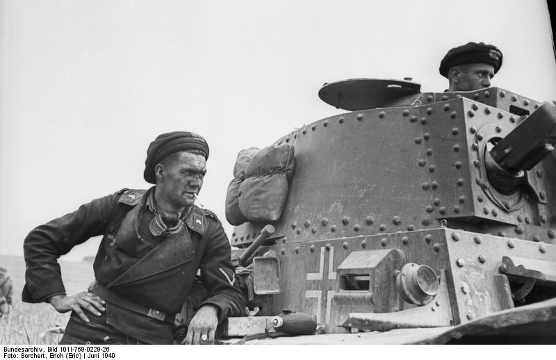 35191  mINIART German Tank Crew France 1940 (12).jpg