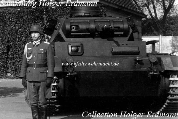 873942679_PzBefWg_3_D_bei_Vereidigung_03-PanzerbefehlswagenD1.jpg.cd6c45ef11936cd53abadc97a90a4a5e.jpg