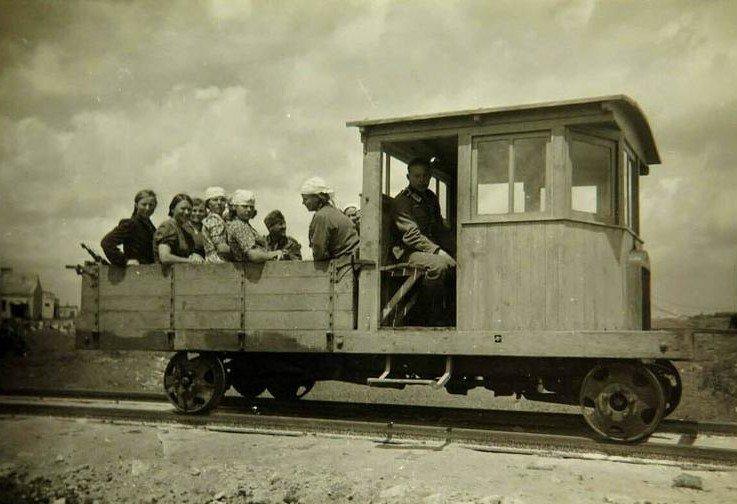 GAZ-AA-based-DIY-Feldbahn-rail-draisine-Russia-1942.jpg.1c35cecb8dd22508596e87612019aa73.jpg