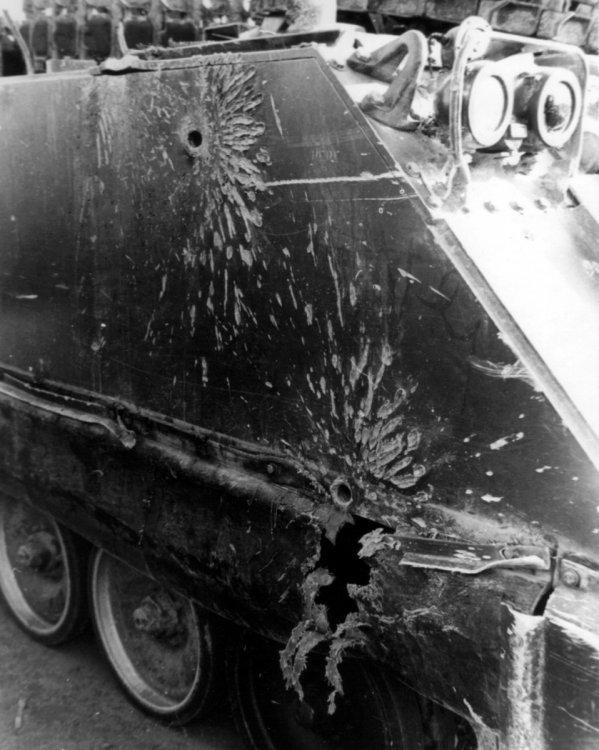 M113_damage.thumb.jpg.bbe58e28760c6335878b0ce54f1f39c1.jpg