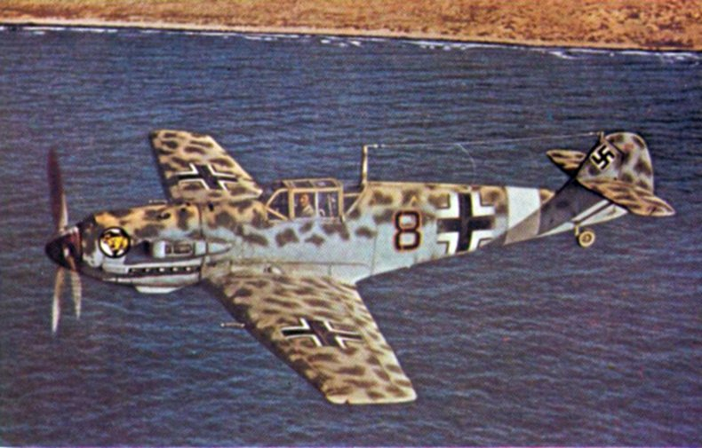 Me_109E-4Trop_JG27_off_North_African_coast_1941.jpg.9c5af145d1848838cac00daee29dc907.jpg