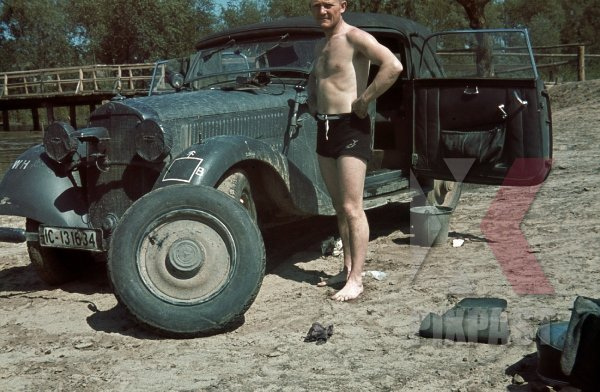 stock-photo-german-staff-driver-changing-flat-tyre-of-mercedes-230-w143-1941-russian-front-4th-panzer-division-ic131634-8588.jpg.56e551b8785a3236ce9a15eb275764f6.jpg