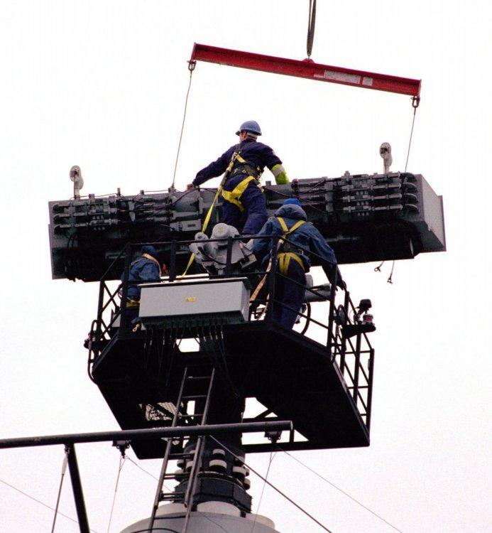 Type_996_Radar_Aerial_is_Lifted_by_a_Crane_for_Maintenance_MOD_45137989.thumb.jpg.24e59779da3cb75d4c5f5fb4a629959a.jpg