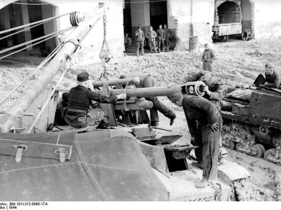 1740181296_Bundesarchiv_Bild_101I-312-0968-17A_Italien_italienischer_Panzer_im_Schlamm.jpg.ab6469f9961455ae15ab45e3fc08f5c9.jpg