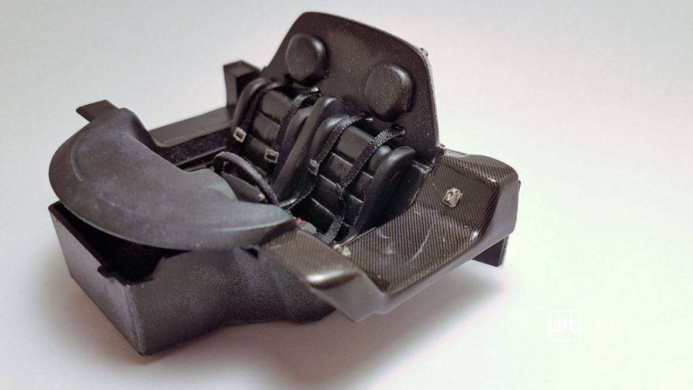 Mercedes-CLK-GTR-Tamiya-35.thumb.jpg.e977da0a5745d0a6d69196752cc2a928.jpg