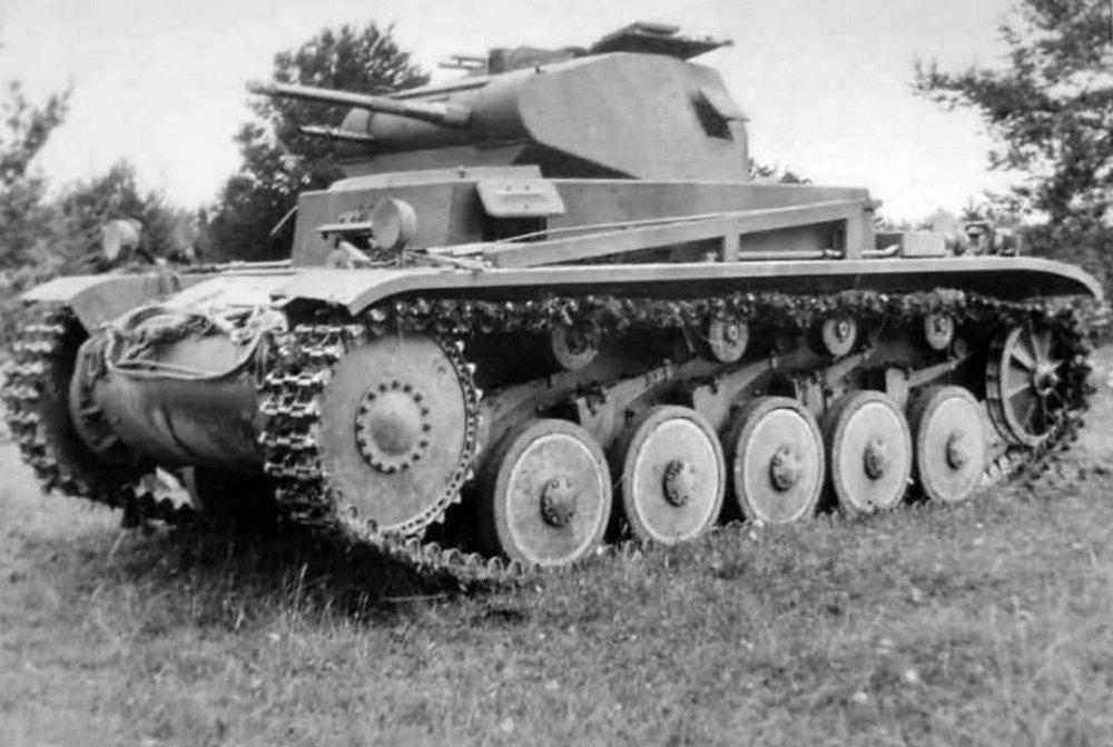 Panzer_2_tank_11.thumb.jpg.ff93cb3206939f7d076c55aa04a0fa52.jpg