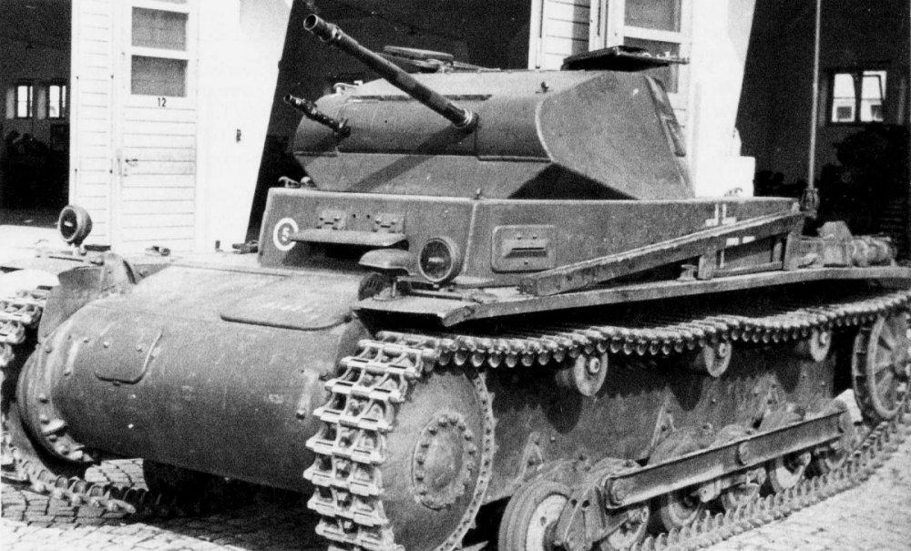 Panzerkampfwagen_II_Ausf_b-.thumb.jpg.7b49b6705c23dba43bc0f6e24d858bba.jpg