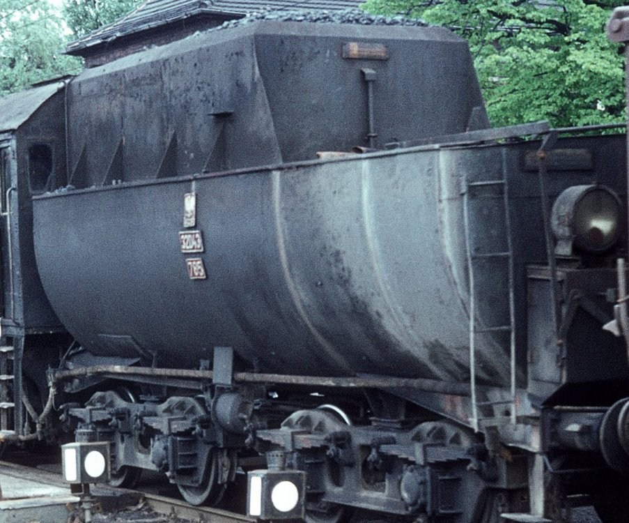 Ty2 953 wagony_01_cr.jpg