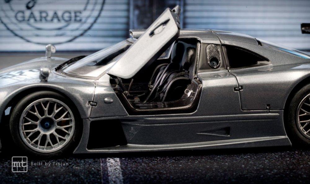 Mercedes-CLK-GTR-Tamiya-fot8.thumb.jpg.348c1c520fe76358cf6278c4e7d90fdd.jpg