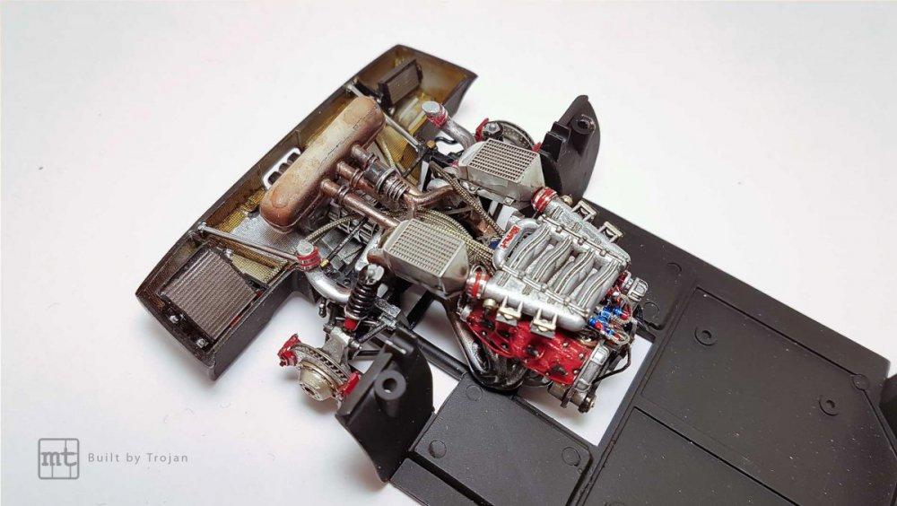 Ferrari-F40-Tamiya-fot35.thumb.jpg.9e5d902d83c4bf08c99cd8632503807d.jpg