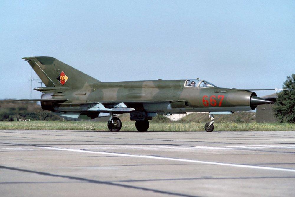 1351958034_MiG-21Fishbed(85).thumb.jpg.5c613a959eb53c824a187991571d0819.jpg