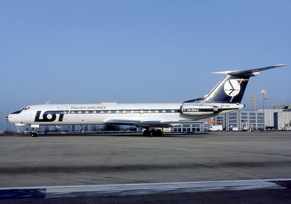 231588418_Tupolev_Tu-134A_LOT_-_Polish_Airlines_-_Polskie_Linie_Lotnicze_AN1121309.thumb.jpg.13629fdb3703b59ced34e6e8f55e8205.jpg