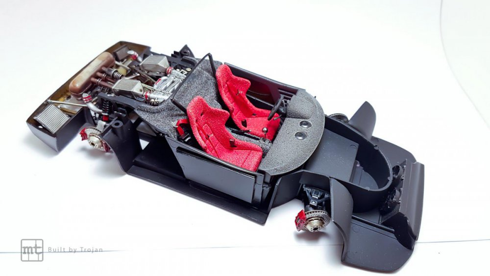 Ferrari-F40-Tamiya-fot48.thumb.jpg.b0cf69c4e4d1fda9717142aabc0c916b.jpg