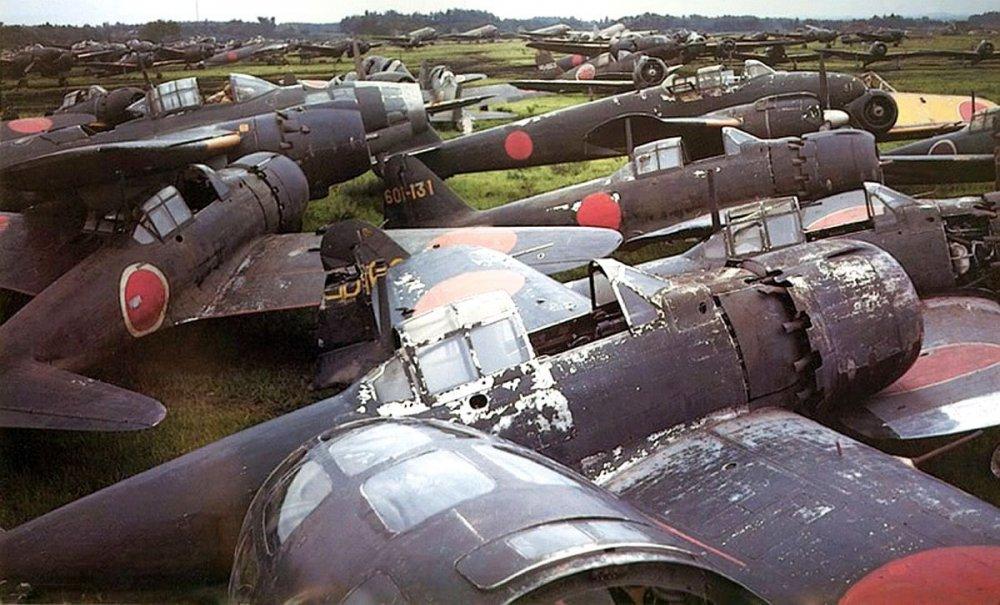Mitsubishi-A6M5-Navy-Type-0--Zeke---Model-52--Atsugi-Naval-Air-Base-post-war.jpg
