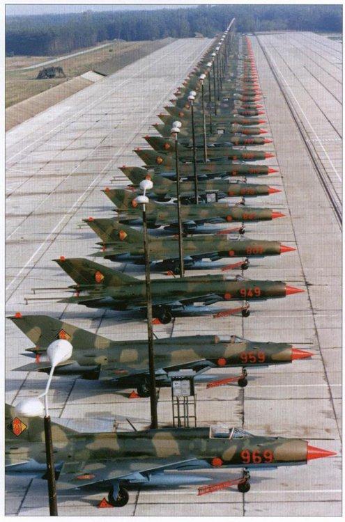 gdr-mig-21-flightline.thumb.jpg.8f511ab9e20f4aad82f7a69a51be0dc6.jpg