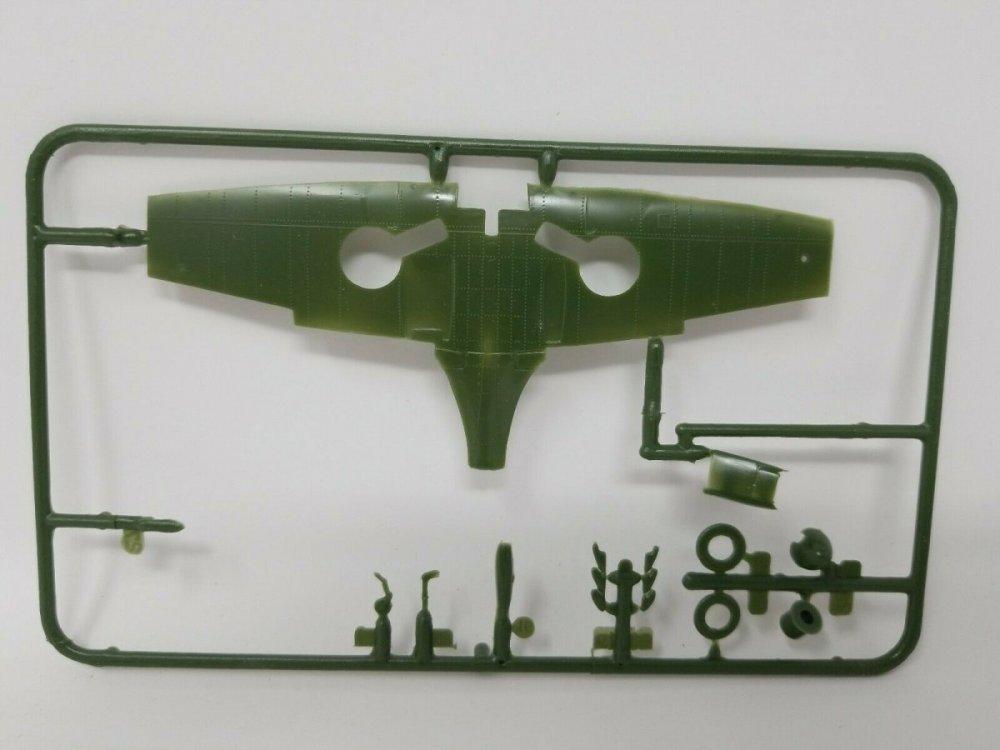 Supermarine-Spitfire-Revell-172-Scale-Model-Kit-MKII-_57 (2).jpg