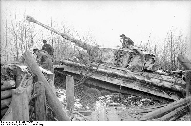 Bundesarchiv_Bild_101I-276-0701-14_Russland_Panzer_VI_Tiger_I.jpg.59ad5519aea4ee6f98ab8a482d0197d6.jpg