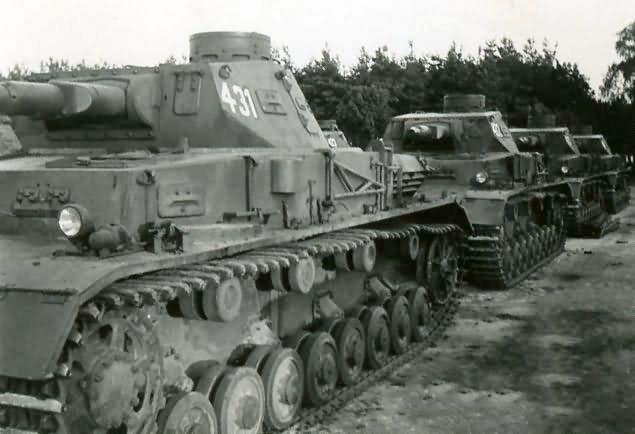 panzer_IV_ausf_A_431_1941.jpg.6c654c72467076a5bddac05703a07648.jpg