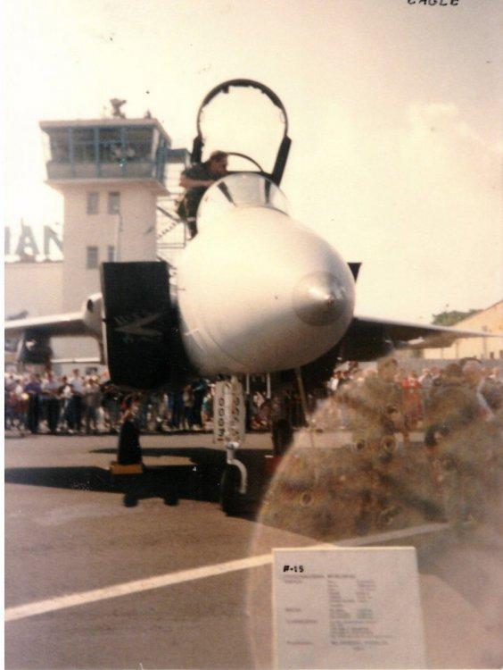 F15_01.jpg