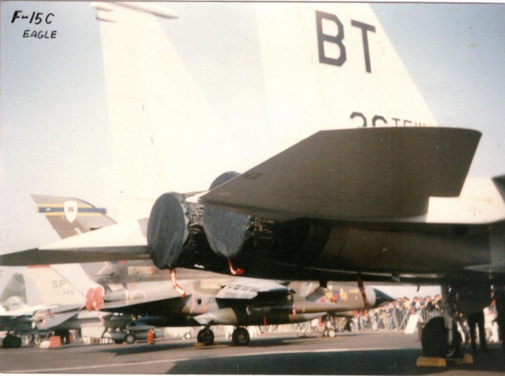 F15_03.jpg