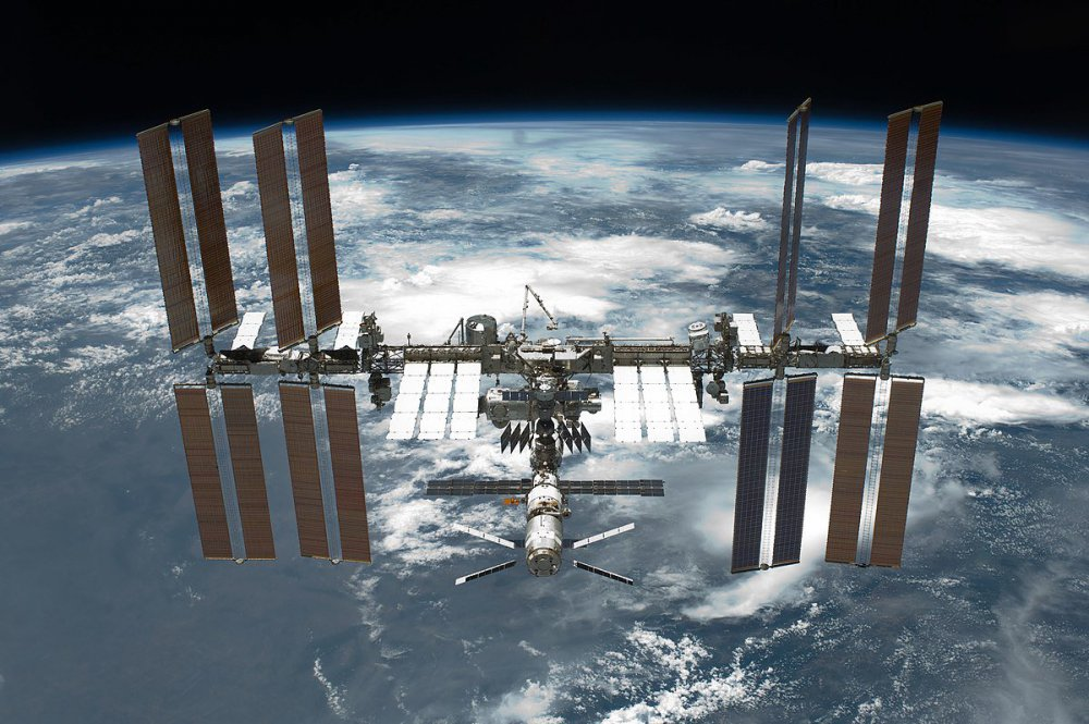 1200px-STS-134_International_Space_Station_after_undocking.thumb.jpg.aa2f4054ae0286d9571d500cf4c7cca9.jpg