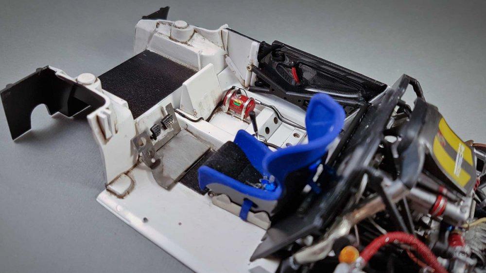 Porsche-911-GT1-Tamiya-fot35.thumb.jpg.73307a63e39a21948bba83e87df884cc.jpg