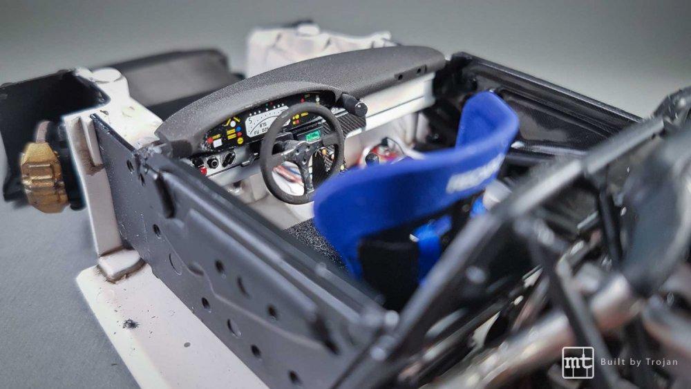 Porsche-911-GT1-Tamiya-fot46.thumb.jpg.2fb5cdd39fb61bdb218575eda0fc0102.jpg