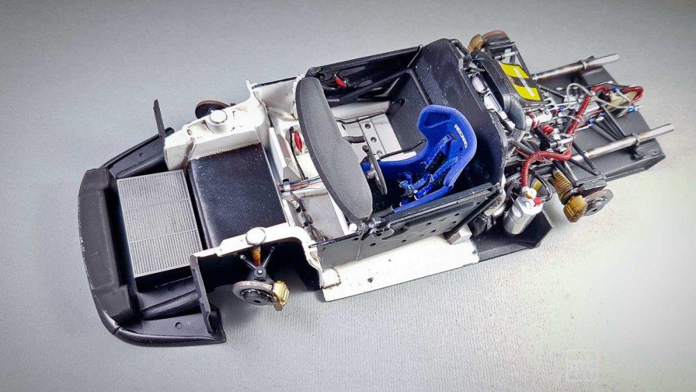 Porsche-911-GT1-Tamiya-fot49.thumb.jpg.cda22c6a3ee8ef312ffee041f52246ab.jpg