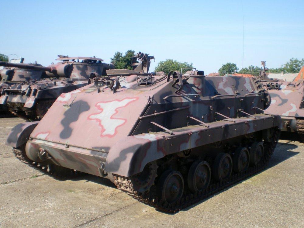 БТР_М-60_в_казарме_Вуковара.JPG