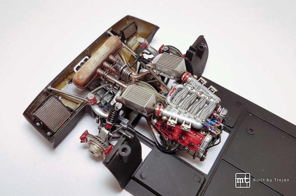 Ferrari-F40-Tamiya-fot14.thumb.jpg.2016d16f87364f137f39f743e5df2ed0.jpg