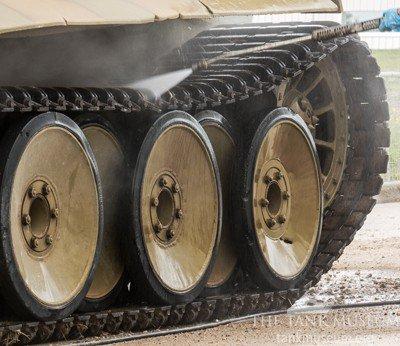 Cleaning-Tiger-131-wheels.jpg.311ee010ec59fd46d75b4ffb9c99fbd0.jpg