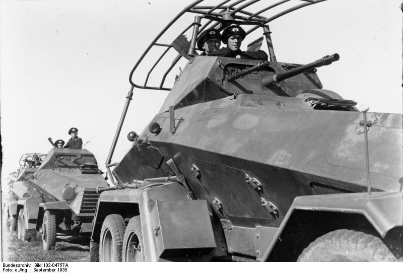 Bundesarchiv_Bild_102-04757A,_Lüneburger_Heide,_Manöver_des_VI._Armeekorps.jpg
