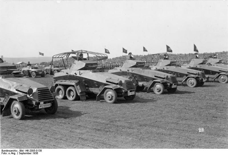 Bundesarchiv_Bild_146-2005-0139,_Herbstmanöver_1936_des_IX._Armeekorps.jpg