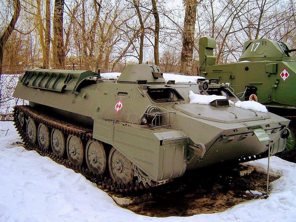 1024px-MT-LB_ze_zbiorów_Muzeum_Wojska_Polskiego_w_Warszawie.jpg