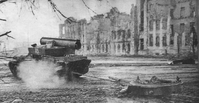 arv_evacuates_bmp-3_turret_chechnya_1995.jpg