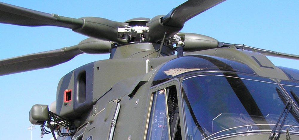 20050618-030 Royal Air Force - AgustaWestland AW101 Merlin HC3 (ZJ127 H323) Le Bourget FR.jpg