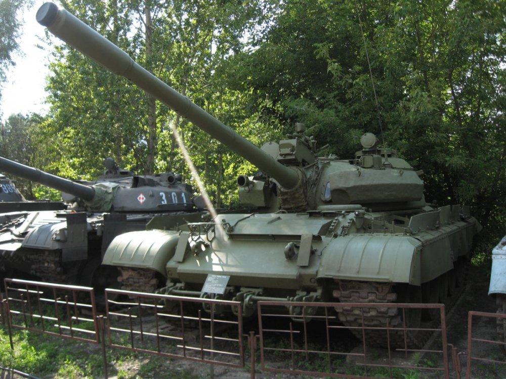 T-55AM_main_battle_tank_at_the_Muzeum_Polskiej_Techniki_Wojskowej_(2).jpg
