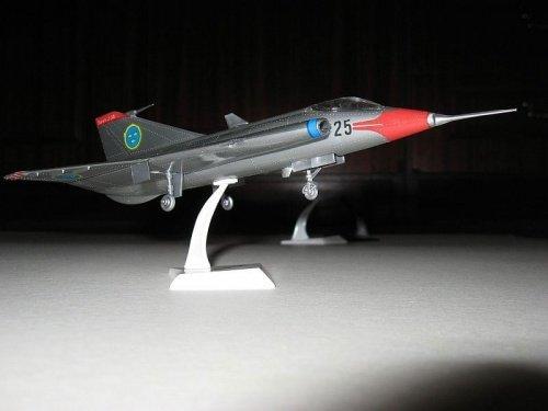 bez malowania.Saab J-35 Draken.jpg