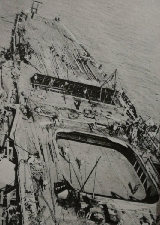Kenzaki przechodzący transformację lotniskowca w Yokosuka, zabrany 20 października 1941 r.jpg
