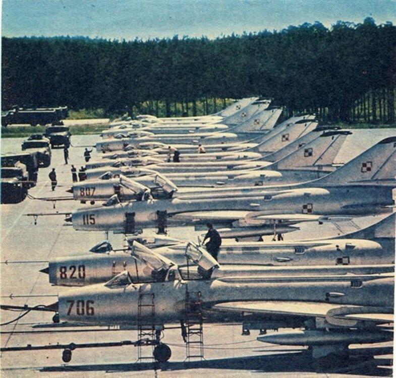 SUCHOJ Su-7BKŁ.xxx(POLSKA) (3).jpg
