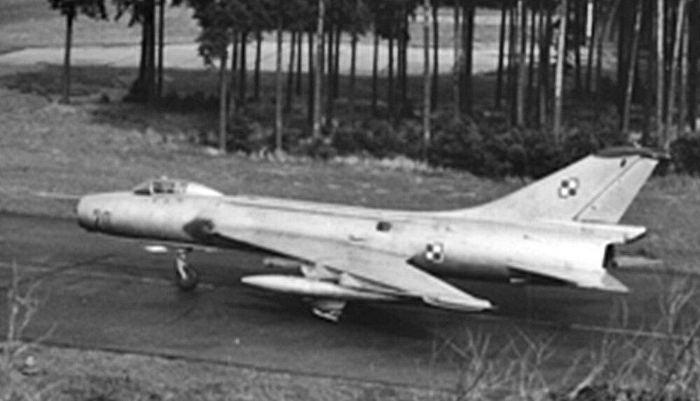 SUCHOJ Su-7BKŁ.20(POLSKA) (1).jpg