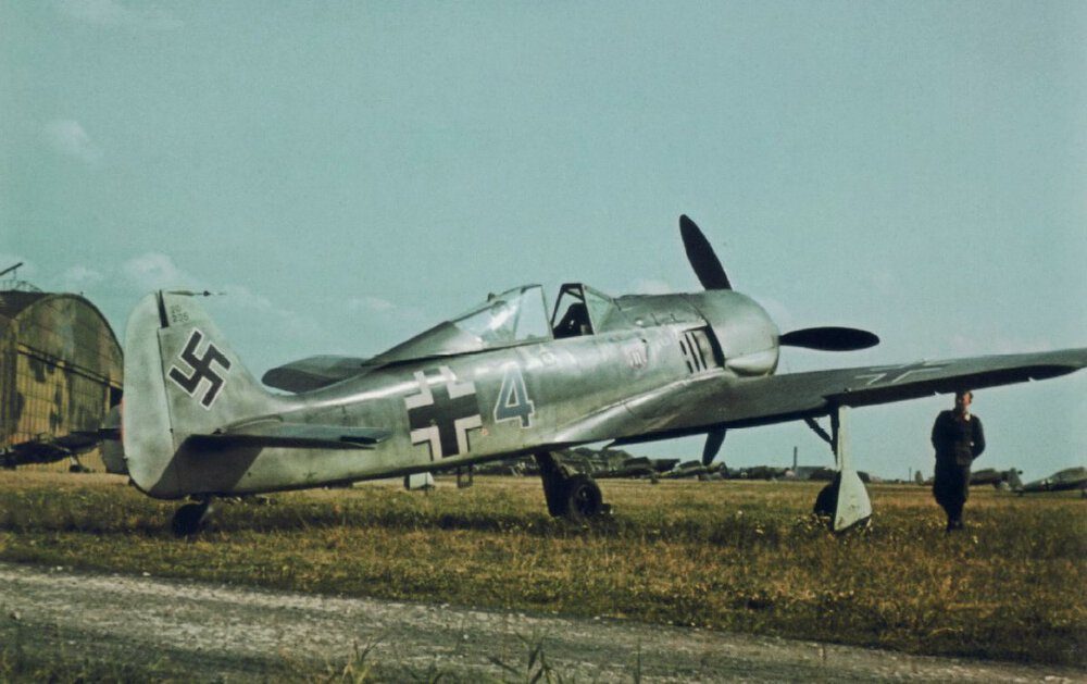 Focke-Wulfe.thumb.jpg.bc147794d5e5206dac5c53afda1363e1.jpg