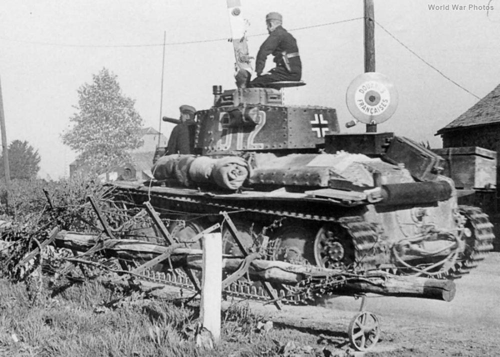 Panzer_38t_Ausf_B_7th_div_1940_france.jpg